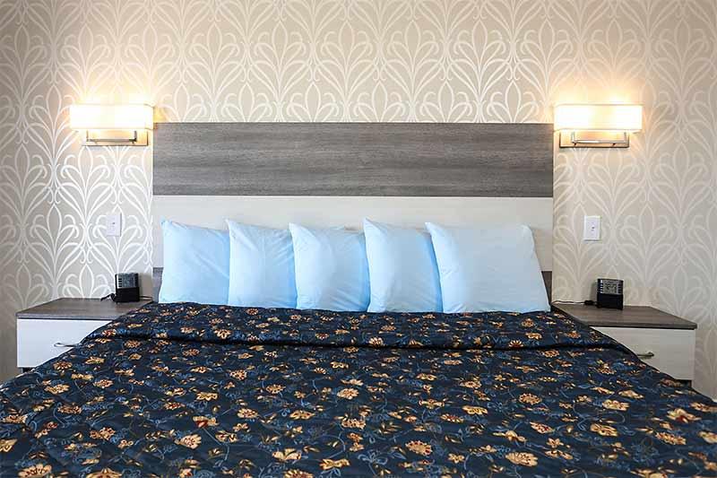 3 Room Suites Adventurer Oceanfront Inn